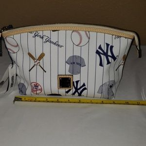 DOONEY AND BOURKE NEW YOURK YANKEES MAKEUP  BAG